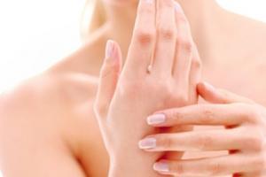 7 cách chăm sóc da tay khỏi nhăn nheo, lão hóa và bớt lộ những điểm gân guốc