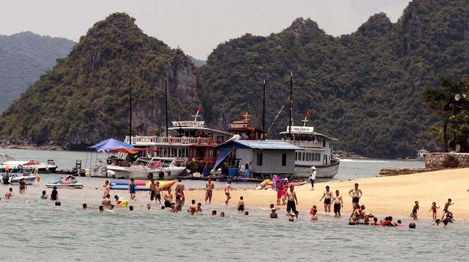Quảng Ninh cho phép mở lại bãi tắm công cộng